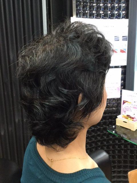 抗がん剤治療後の強いくせ毛をカット、ストレート、カラーで大変身&自毛デビュー