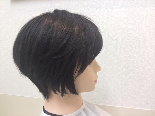 抗がん剤治療後の短い自毛にシールエクステを付けて大変身!動画・写真あり