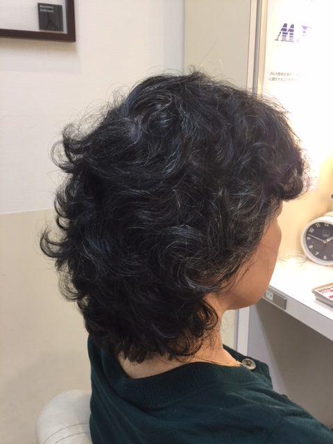 抗がん剤治療後の強いくせ毛にカット、ストレートパーマ、カラーで大変身!